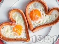 Рецепта Кренвирши във формата на сърце с яйца на очи по средата за закуска за Свети Валентин